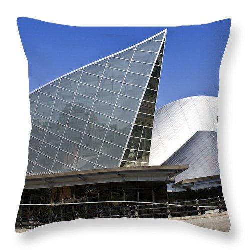 Roanoke Throw Pillow featuring the photograph Taubman Museum Of Art Roanoke Virginia by Teresa Mucha