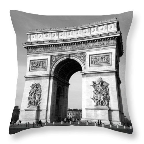 Arc Di Triomph Throw Pillow featuring the photograph The Arc Di Triomph by Donna Corless