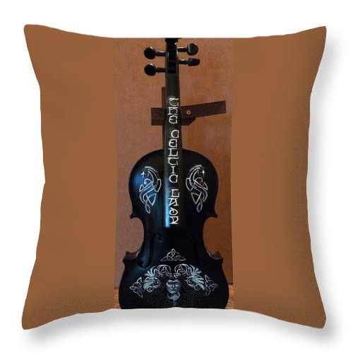 Violin Throw Pillow featuring the painting The Celtic Lady 1 by Richard Le Page