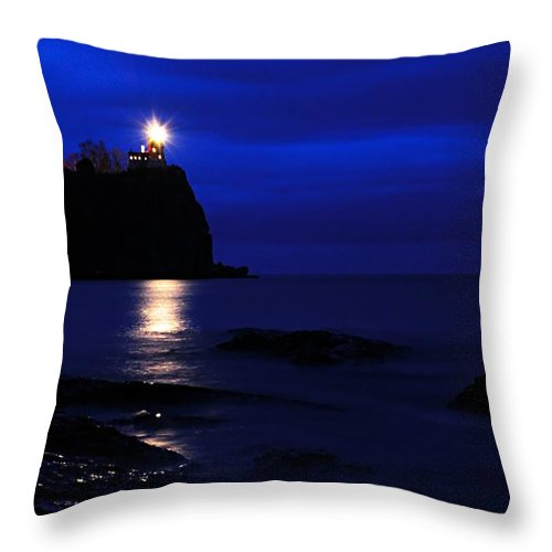 Split Rock Lighthouse Throw Pillow featuring the photograph The Memory Lives On... by Larry Ricker