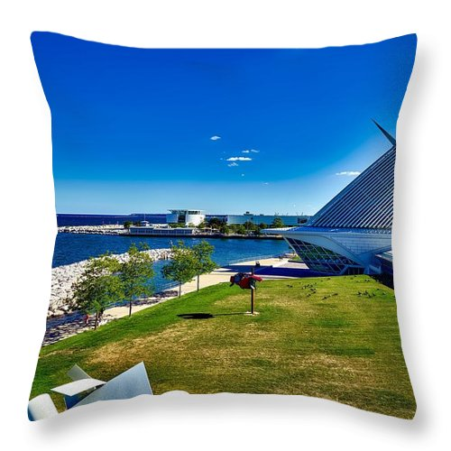 Milwaukee Throw Pillow featuring the photograph The Milwaukee Art Museum On Lake Michigan by Mountain Dreams