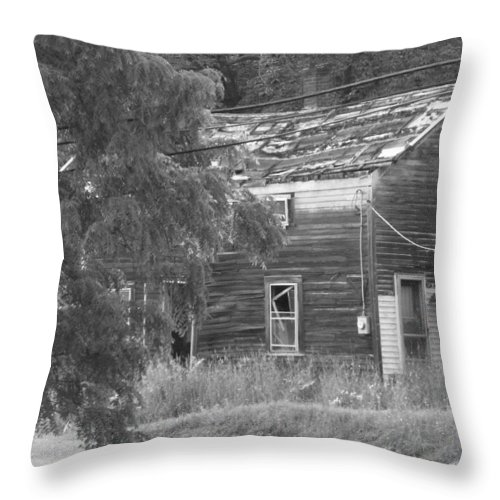 House Throw Pillow featuring the photograph This Old House by Rhonda Barrett