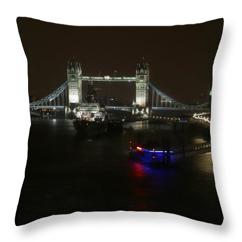 London Throw Pillow featuring the photograph Tower Over The Thymes by Joseph G Holland