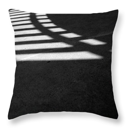 Guggenheim Museum Photographs Throw Pillow featuring the photograph Light Rail 1 Of 1 by Ordi Calder