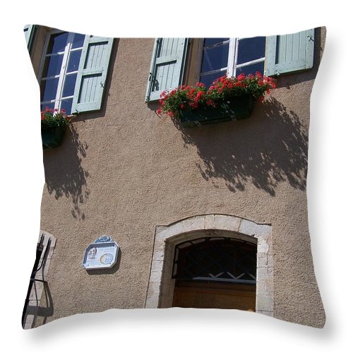 House Throw Pillow featuring the photograph Un Maison by Nadine Rippelmeyer