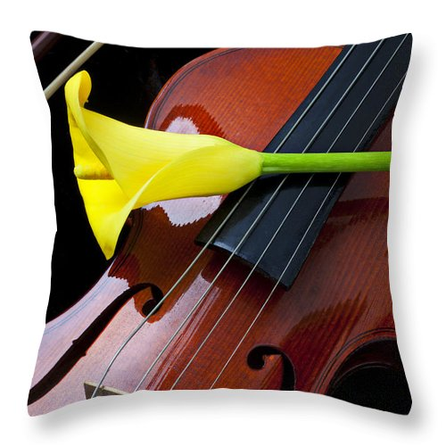 Violin Throw Pillow featuring the photograph Violin With Yellow Calla Lily by Garry Gay