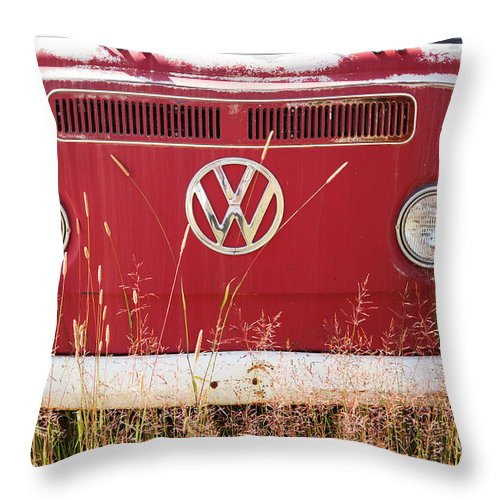 Volkswagen Throw Pillow featuring the photograph Vw Van Front by Marilyn Hunt