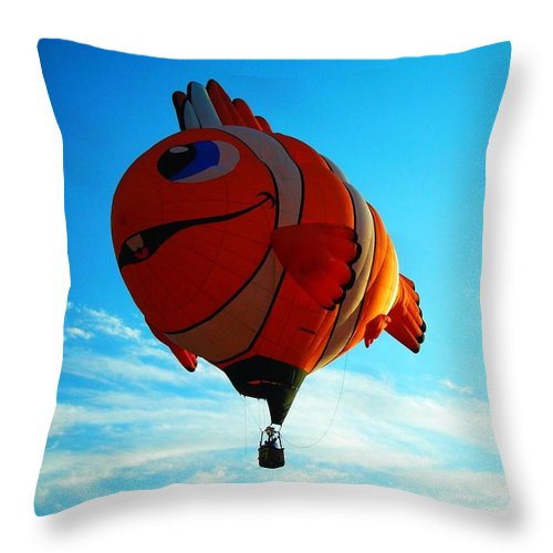 Hot Throw Pillow featuring the photograph Wally The Clownfish by Juergen Weiss