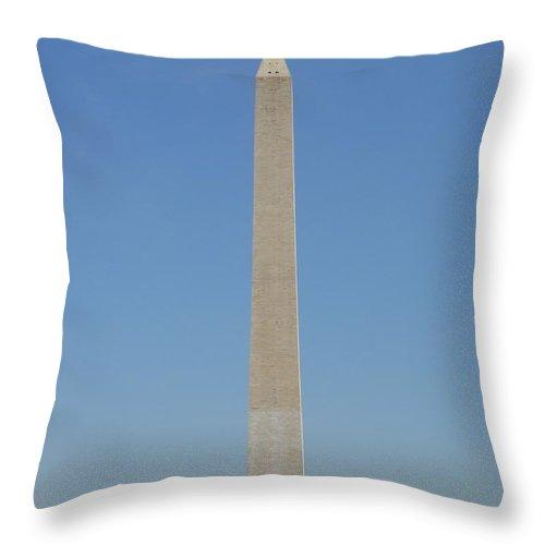 Washington Throw Pillow featuring the photograph Washington Monument by Alan Espasandin