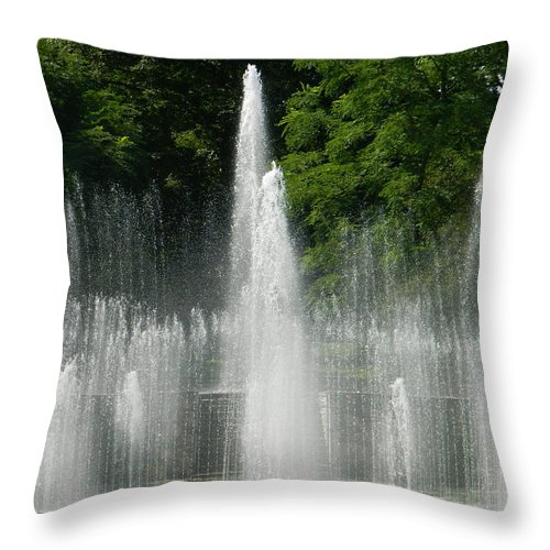 Water Fountain Show - Longwood Gardens In Pa Throw Pillow featuring the photograph Water Fountain Show - Longwood Gardens In Pa by Emmy Vickers