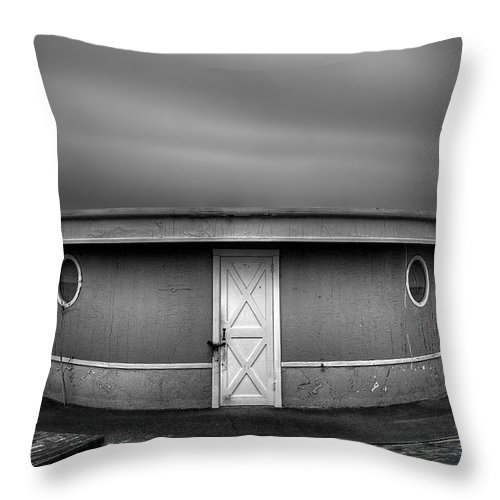 Beach Throw Pillow featuring the photograph What Goes 'round Comes 'round by Evelina Kremsdorf
