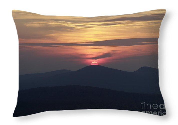 Alpenglow Throw Pillow featuring the photograph White Mountains Nh - Sunset by Erin Paul Donovan