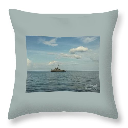 Us Navy_philippine Navy_military_destroyer Throw Pillow featuring the photograph Ww2 Us Destroyer by Richard John Holden RA