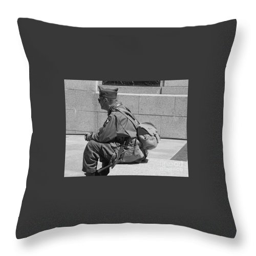 Washington Dc May 2014 Throw Pillow featuring the photograph Wwii Vet by William Rogers