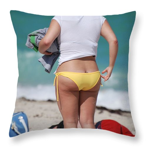 Sea Scape Throw Pillow featuring the photograph Yellow Bikini Bottom by Rob Hans