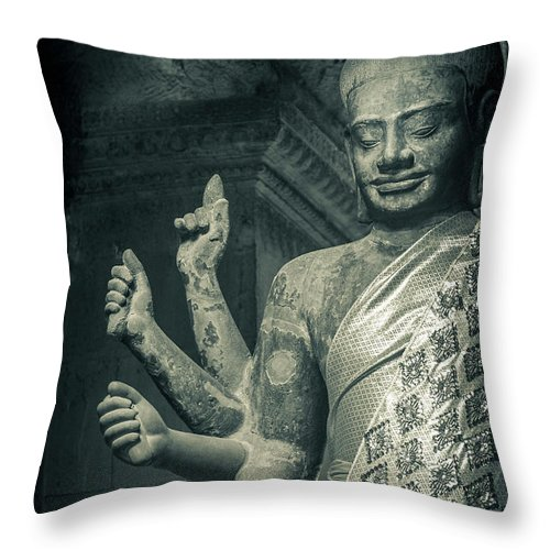 Statue Throw Pillow featuring the photograph Angkor Wat by Www.sergiodiaz.net