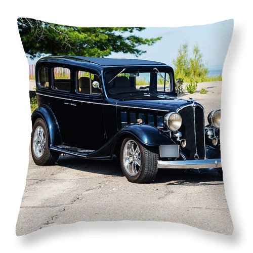 Horizontal Throw Pillow featuring the photograph 1933 Buick 50 Series by Performance Image