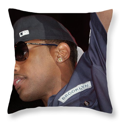 Rapper Throw Pillow featuring the photograph Fabulous by Concert Photos