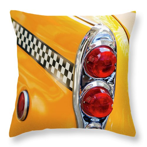 Outdoors Throw Pillow featuring the photograph Usa, New York State, New York City by Tetra Images