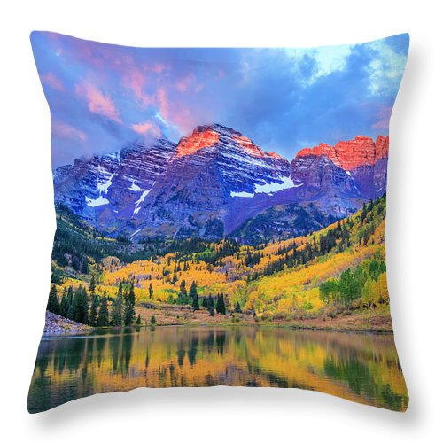 Scenics Throw Pillow featuring the photograph Autumn Colors At Maroon Bells And Lake by Dszc