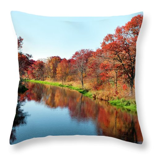 Water's Edge Throw Pillow featuring the photograph Autumn In Wisconsin by Jenniferphotographyimaging