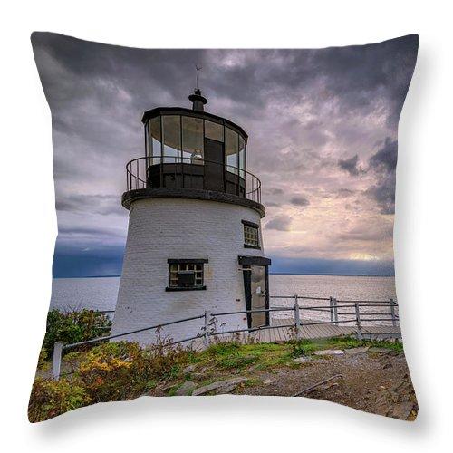 Owls Head Throw Pillow featuring the photograph Autumn Morning At Owls Head by Rick Berk