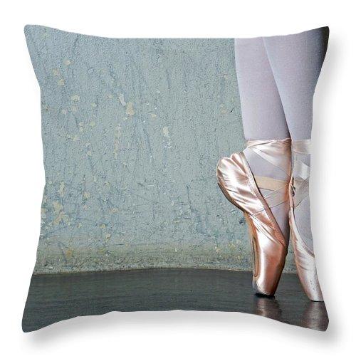 Ballet Dancer Throw Pillow featuring the photograph Ballet Dancers Feet En Pointe by Dlewis33