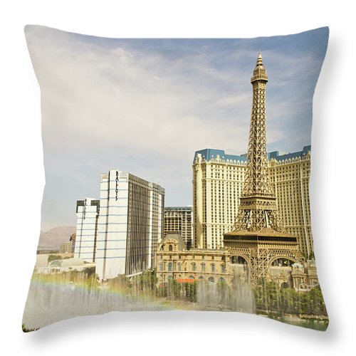 Las Vegas Replica Eiffel Tower Throw Pillow featuring the photograph Bellagio Fountains by Davin G Photography
