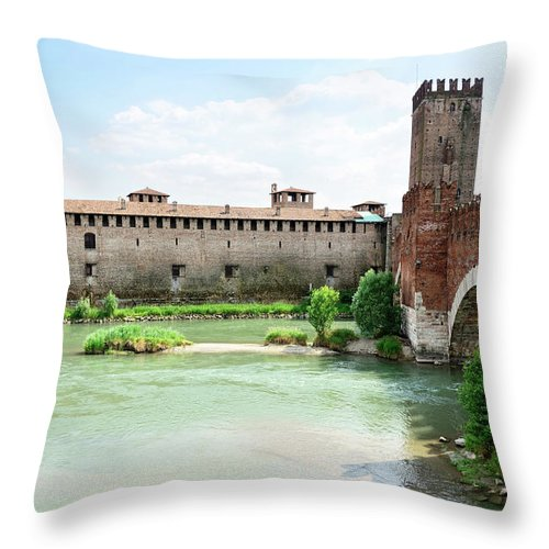 Veneto Throw Pillow featuring the photograph Castelvecchio And Ponte Scaligero by Alxpin