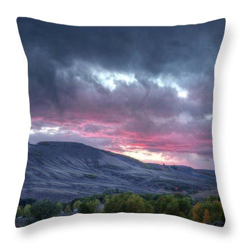 Gunnison Throw Pillow featuring the photograph Gunnison Sunset by Jim Allsopp