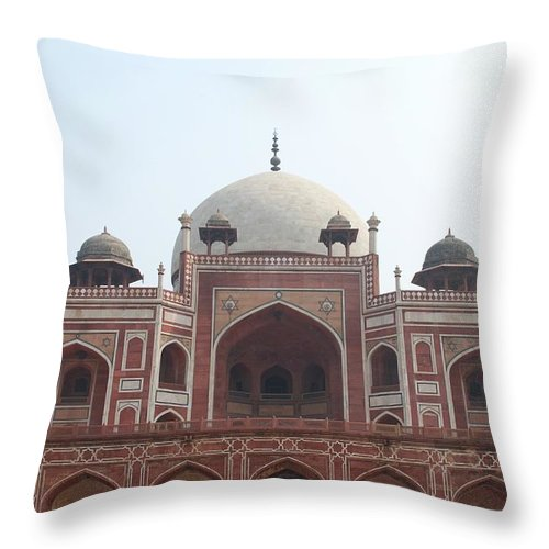 Arch Throw Pillow featuring the photograph Humayuns Tomb, Delhi by Brajeshwar.me