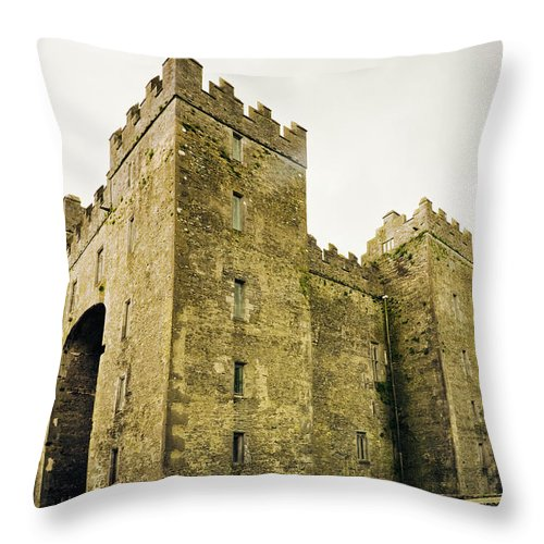 Bunratty Castle Throw Pillow featuring the photograph Ireland Bunratty Castle In County by Alantobey