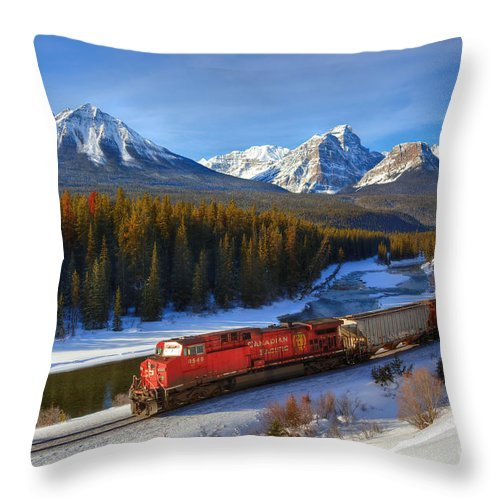 Cp Rail Throw Pillow featuring the photograph Morant's Curve by James Anderson