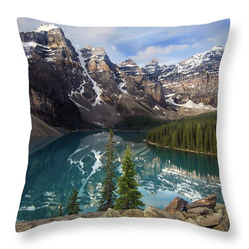 Lake Moraine Throw Pillow featuring the photograph Morning At Moraine by Art Cole