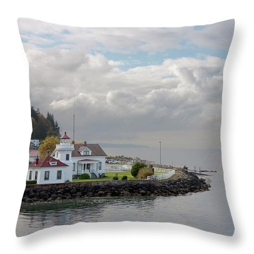 Water's Edge Throw Pillow featuring the photograph Mukilteo Lighthouse On Puget Sound by Stevedf