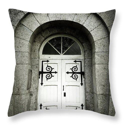 Arch Throw Pillow featuring the photograph Old Entrance by Lordrunar