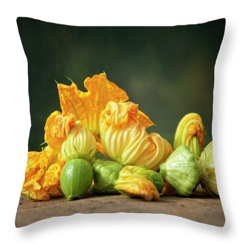 Healthy Eating Throw Pillow featuring the photograph Patty Pans by Jojo1 Photography