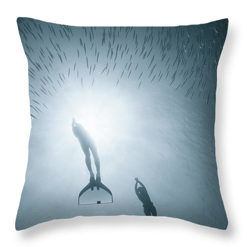 People Diving Deep In Water Throw Pillow For Sale By Nature Underwater And Art Photos Www Narchuk Com