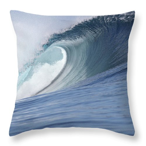 Spray Throw Pillow featuring the photograph Perfect Wave by Reniw-imagery