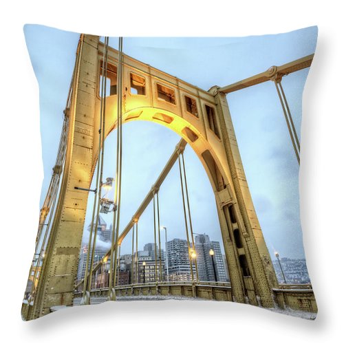 Arch Throw Pillow featuring the photograph Roberto Clemente Bridge by Hdrexposed - Dave Dicello Photography
