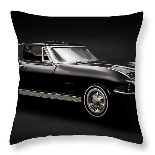 Car Throw Pillow featuring the photograph Stingray Style by Jorgo Photography - Wall Art Gallery