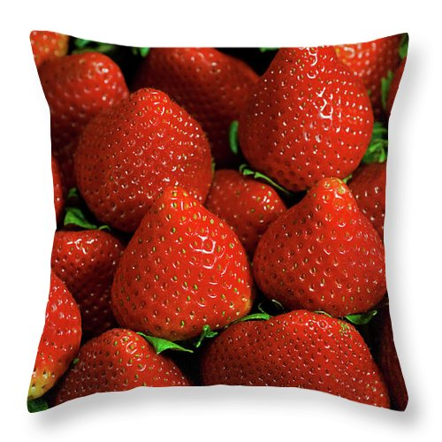 Large Group Of Objects Throw Pillow featuring the photograph Strawberry Cliche by By Ken Ilio