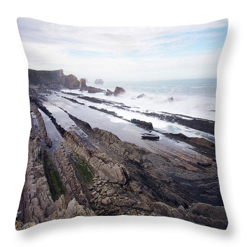 Scenics Throw Pillow featuring the photograph Taste Of The Sea by David Díez Barrio