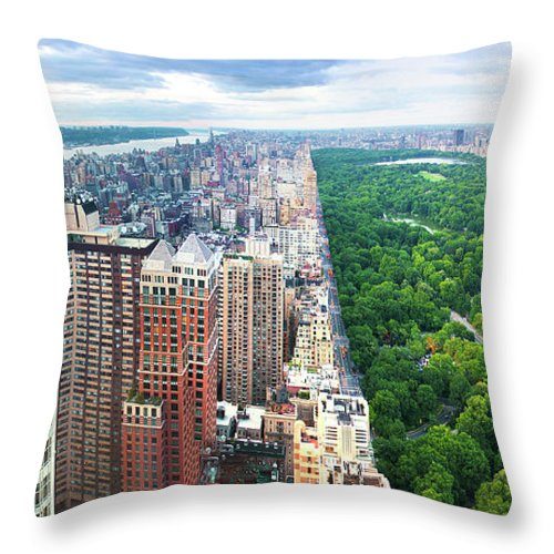 Tranquility Throw Pillow featuring the photograph Trump Intl Hotel And Tower by Tony Shi Photography