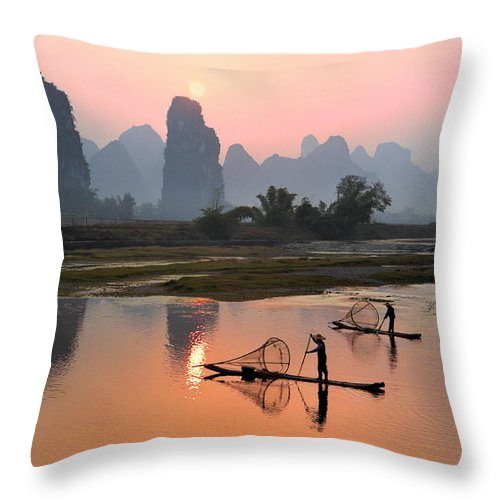 Chinese Culture Throw Pillow featuring the photograph Yangshuo Li River At Sunset by Kingwu