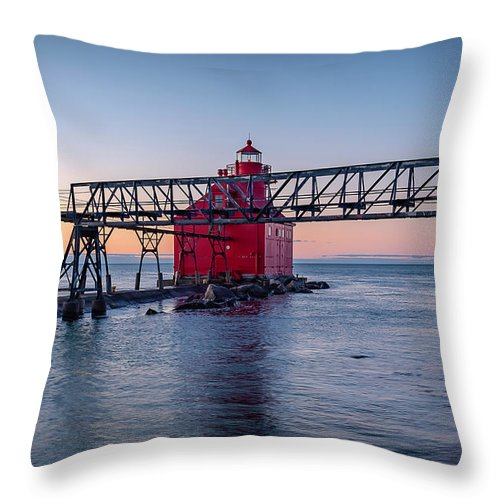 Lighthouse Throw Pillow featuring the photograph 20-0611-0335 by Anthony Roma