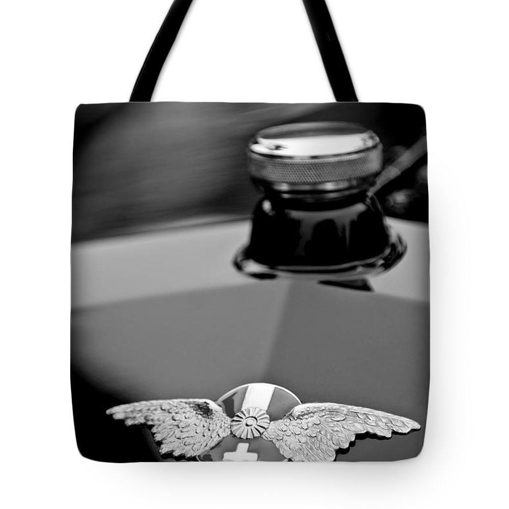 1912 Hispano-suiza 15-45 Hp Alfonso Xiii Jaquot Torpedo Hood Emblem Tote Bag featuring the photograph 1912 Hispano-suiza 15-45 Hp Alfonso Xiii Jaquot Torpedo Hood Emblem by Jill Reger