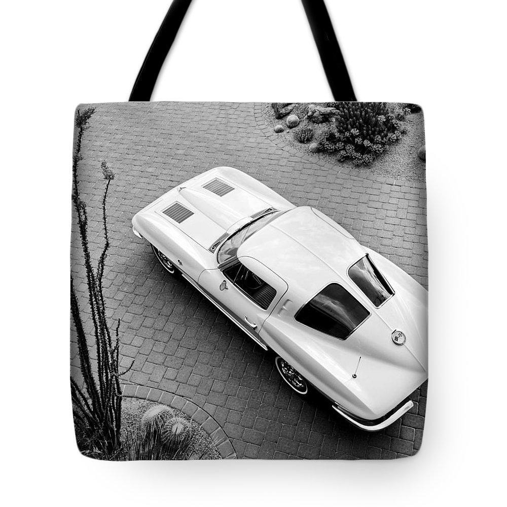 1963 Chevrolet Corvette Split Window Sport Coupe Tote Bag featuring the photograph 1963 Chevrolet Corvette Split Window -440bw by Jill Reger