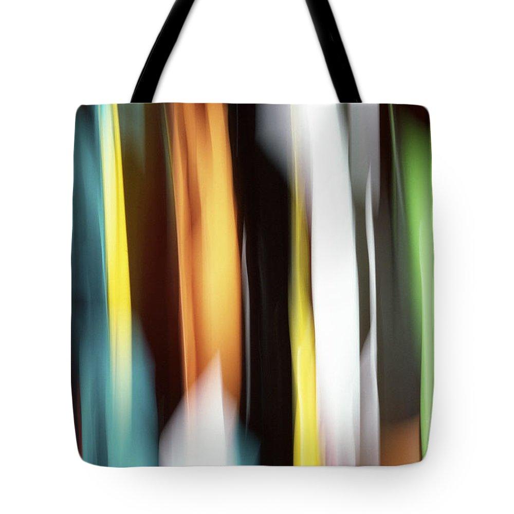 Visual Illusion Tote Bags