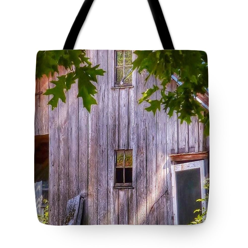 Old Abandoned Barn Tote Bag featuring the photograph Barn Story by Susan Garren